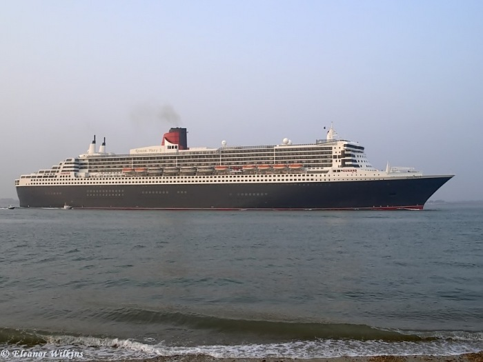 Queen Mary 2 at Calshot